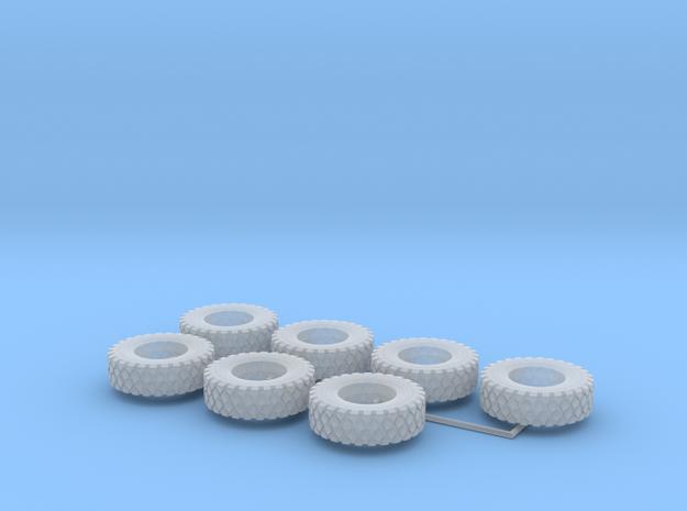 1:82,5 14.00 R20 Reifen 7er in Smooth Fine Detail Plastic