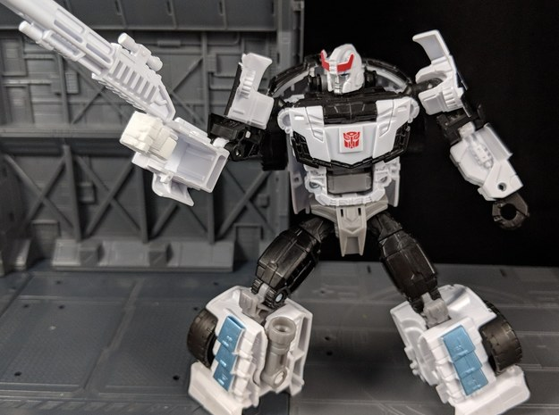 Replacement hands for TF CW Deluxe Prowl in White Natural Versatile Plastic
