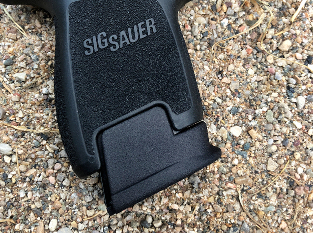 Sub-Compact 15 Round Base Pad for SIG P320 in Black Natural Versatile Plastic