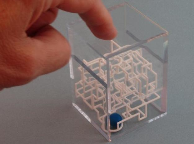 """Bare Bones"" - 3D Rolling Ball Maze in Clear Case( 3d printed close the case"