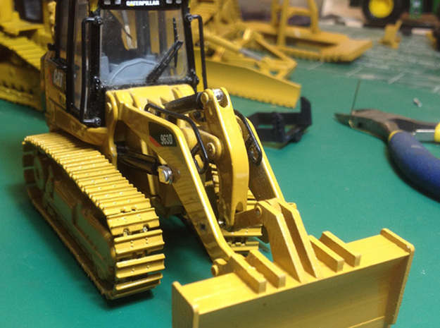 Shiphold conversion for 1:50 Caterpillar 963 track in Smooth Fine Detail Plastic