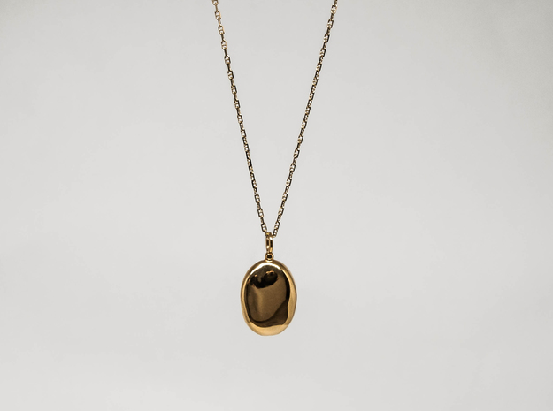 Oval Cleo Pendant in 18k Gold Plated Brass