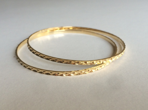 Classical patterned Bangle in 14K Yellow Gold: Medium