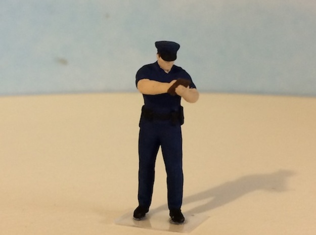 Police Officer Writing Ticket in Smoothest Fine Detail Plastic: 1:64 - S