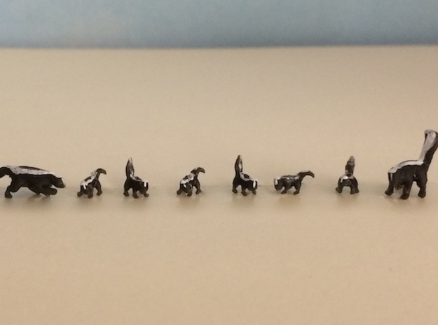 Skunk Family Set in Smoothest Fine Detail Plastic: 1:64 - S