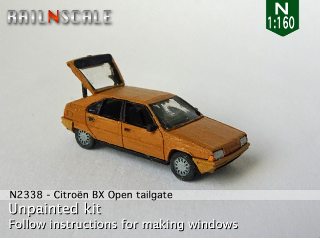 Citroën BX with open tailgate (N 1:160)