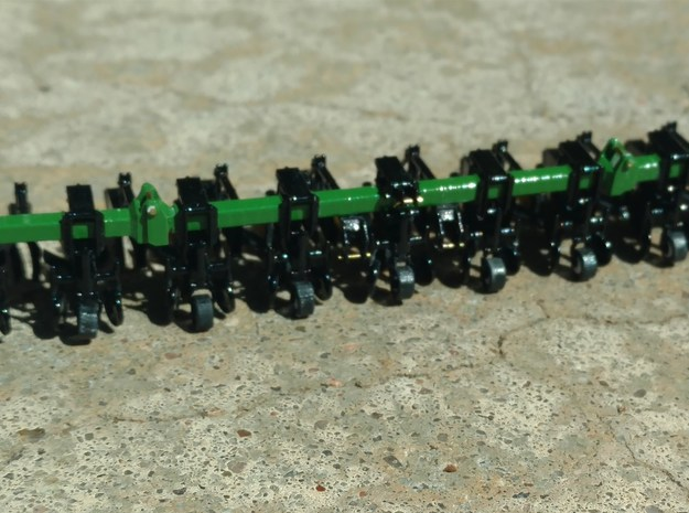 1/64 Scale 8row36 Cultivator Folding Toolbar 2of2 in Smooth Fine Detail Plastic