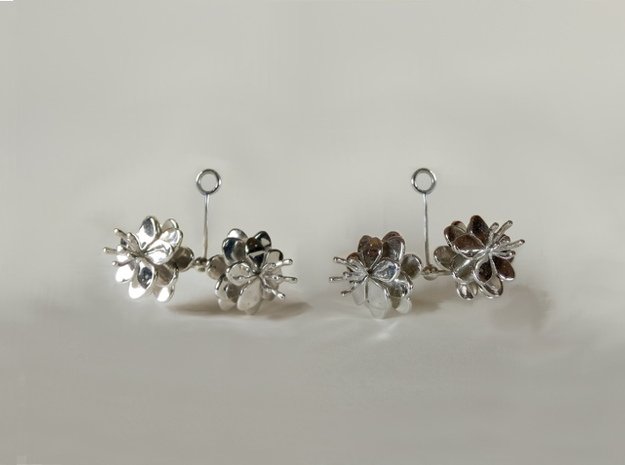 Anemone earring with two small flowers in Rhodium Plated Brass