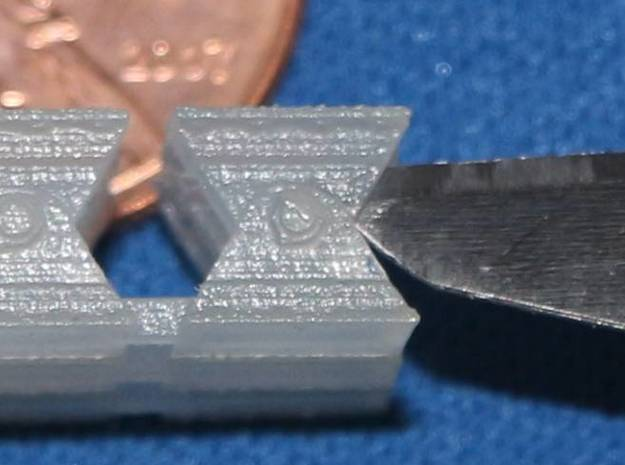 Bridge Shoes HO Scale (18 shoes) 3d printed The tip of the knife is in the space between the plates.