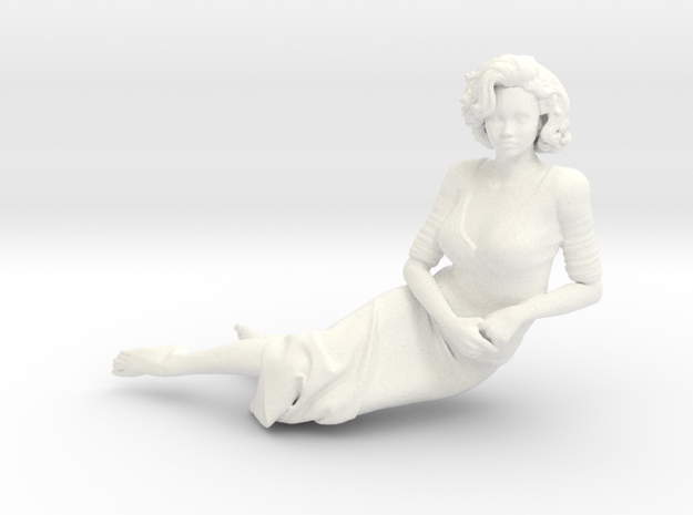Lady sitting-007 scale 1/24 Passed