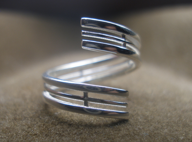 Photo of the ring from the top, printed in sterling silver.