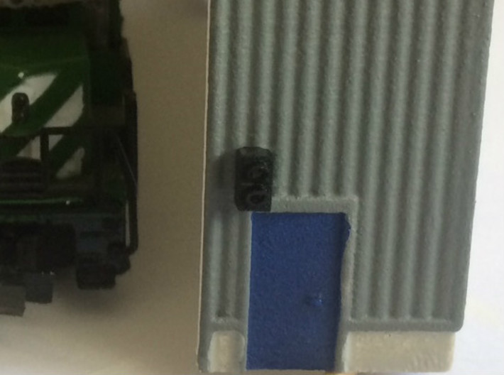 N Scale Stop-Go Signal 8pc 3d printed Painted signal used next to a rollup door in a locomotive facility