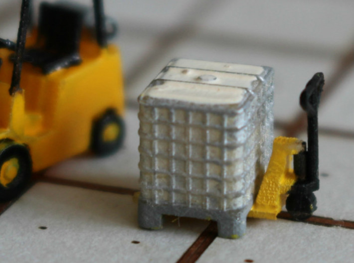 N scale 1000 litre IBC 10pc 3d printed Pallet boxes, painted, in Frosted Ultra Detail with pallet jack and fork lift.