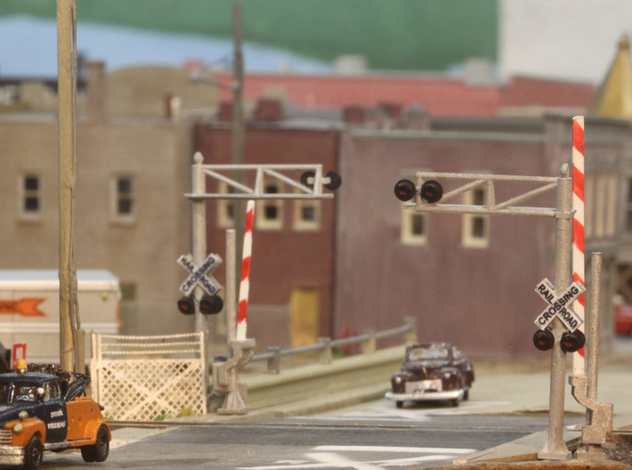 N Scale Crossing Gates 1 Lane 2x2 3d printed Crossing set (painted of course) in a great scene by Ender. The gate arm in the front set was replaced after breaking, they are fragile. Thanks for the picture Ender!