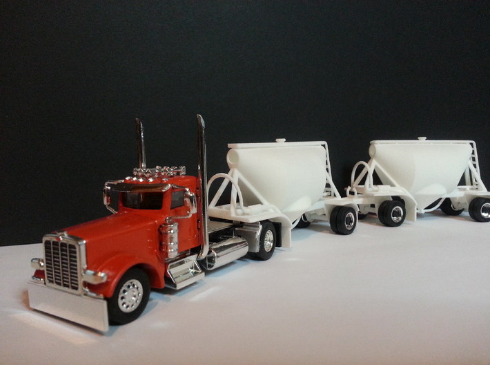 HO 1/87 Shorty Dry Bulk Trailer 07a (pup & dolly) 3d printed The pups look impressive behind this tractor unit. Note the tank 'end-caps' have not been fitted, these are supplied under the   front mudguards.