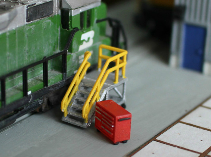 N Scale 3x Mobile Train Access Stairs 3d printed Train acces Stairs and Snap-On Toolbox