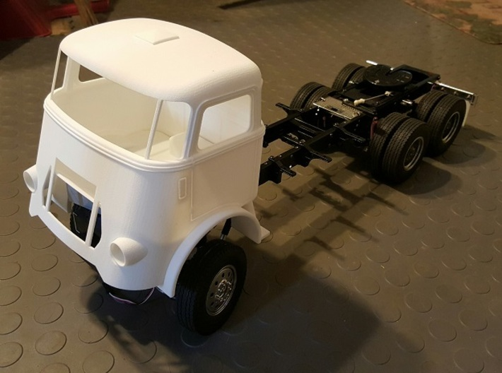 DAF-1to12 3d printed Start of DAF truck build by Bipolaroller (USA)