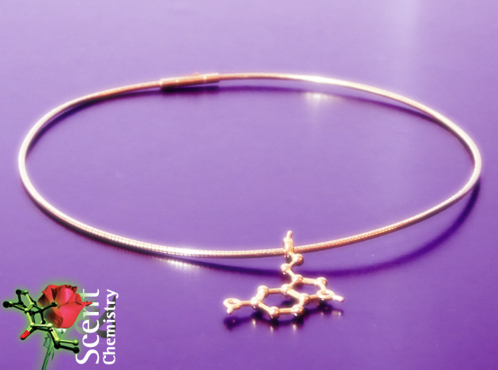 Serotonin 3d printed Full view of the Serotonin pendant on an 18k gold-plated 2 mm/46 cm Omega-Halsreif.