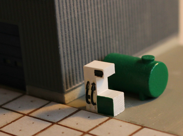 N Scale Gas Station Pumps 2pc 3d printed Single pump with a 10m³ fuel tank on an industrial site.