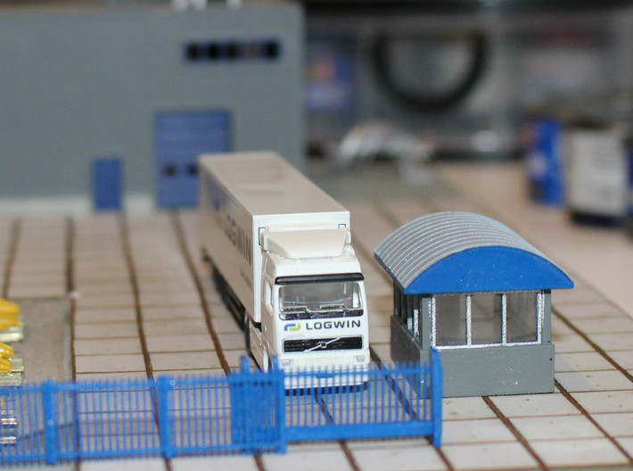 N Scale Guard House 2 3d printed Test setup of the gate house with fence and gate. The building should be built on a base about 1mm higher than the road surface.
