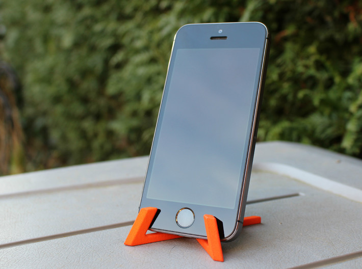 Universal Tablet + Smartphone Stand 3d printed iPhone 5S on stand