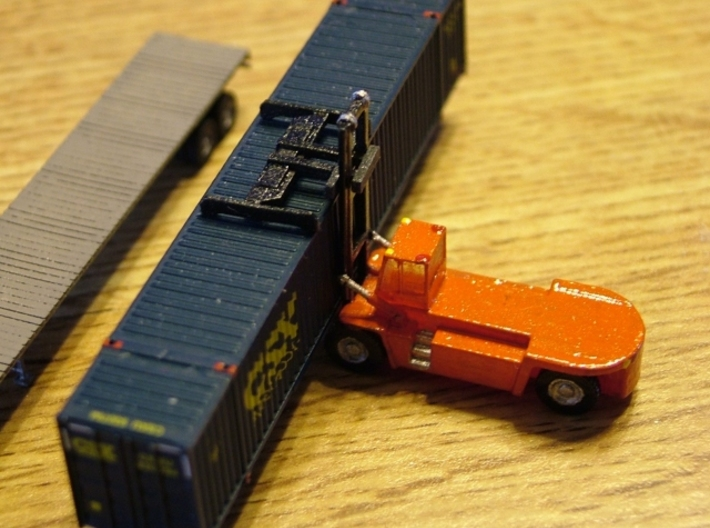 Terex FDC250 Container Lift - Zscale 3d printed Painting and Photo by Walt Smith