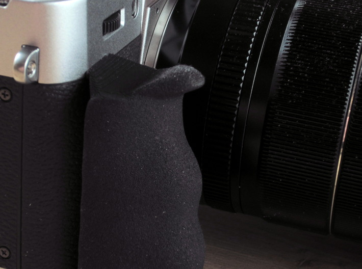 Grip for X-T10 3d printed The protrusion at the top makes it possible to hold the Camera securely using minimal force.