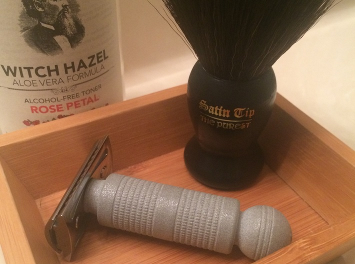 2875 BARBERPOLE SAFETY RAZOR HANDLE 3d printed Short and fat, this handle makes for a very comfortable shave!