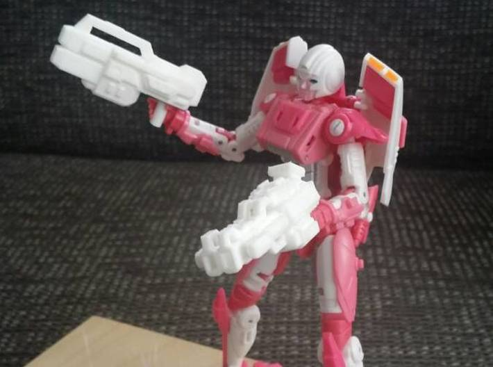 """""""COREBLOCK"""" Transformers Weapons Set (5mm post) 3d printed (Pistol on the left) Image by Remko. Weapon post modded to fit with MMC Azalea."""