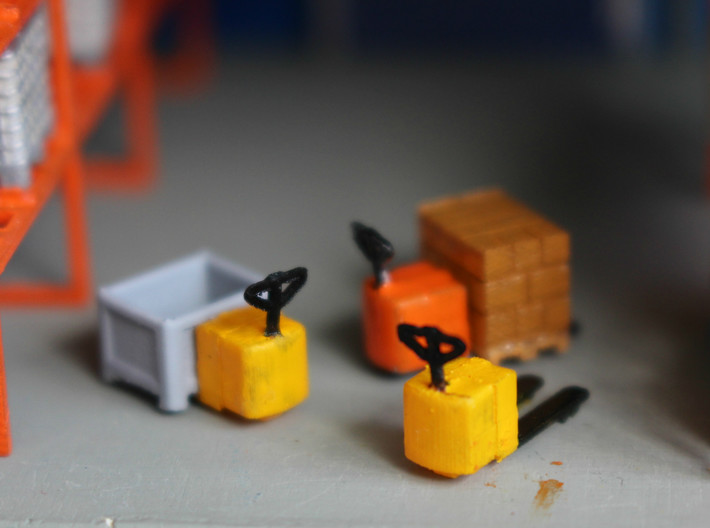 N Scale Electric Pallet Jack (4pc) 3d printed Painted electric pallet jacks with various loads (available separately)