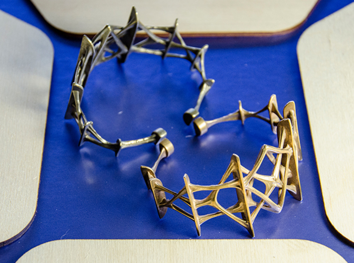 Synapse Bracelet 3d printed Synapse bracelet in polished brass and raw silver
