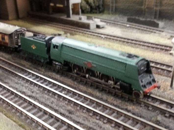 "Bulleid ""Merchant Navy"" - Z - 1:220 3d printed model painted wheels added to tender, chassis added to body and coupler added."