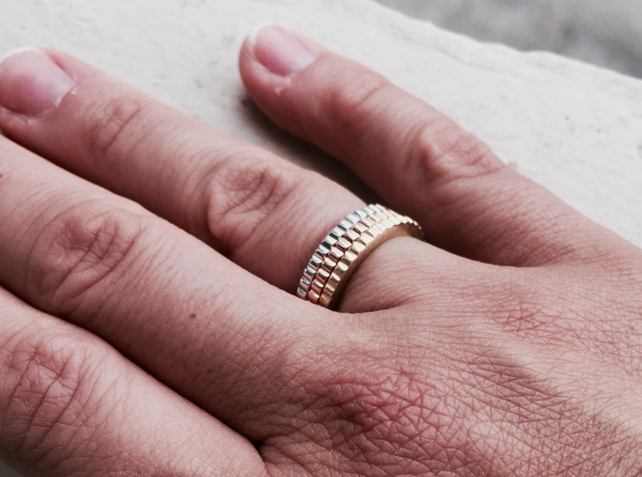Ingranaggi Ring M/L 18mm 3d printed Only for Photo purposes 3 rings are shown: Gold Yellow, Rose, Rhodium Plated