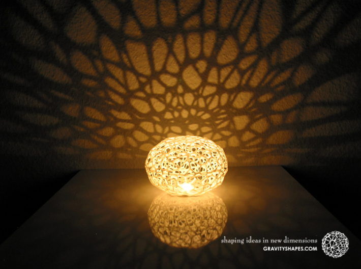 Voronoi Pearl Light Lamp No. 2 (10,5 cm) 3d printed This shows the little version (8 instead of the 10.5 cm) lamp version.