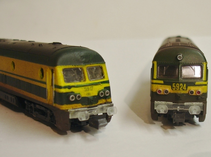 8X Buffers NMBS - SNCB HLD59 Roco 1/160 3d printed Placed on Roco HLD 5924, not painted