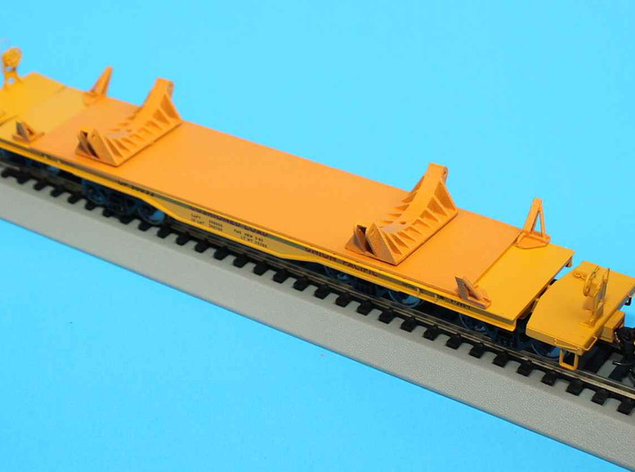 HO 1/87 NASA Shuttle SRB flatcar covers (set 3d printed The first model, completed by Morgan Paul. Look out for fully finished SRB cars from him on ebay.