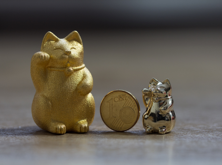 Maneki Neko tiny polished version 3d printed comparison to the bigger and raw version