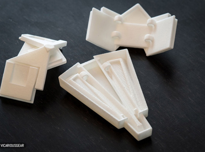 Lightning Returns Armor Plate Set 3d printed 3mm rings are built into each piece so they can be strung together.