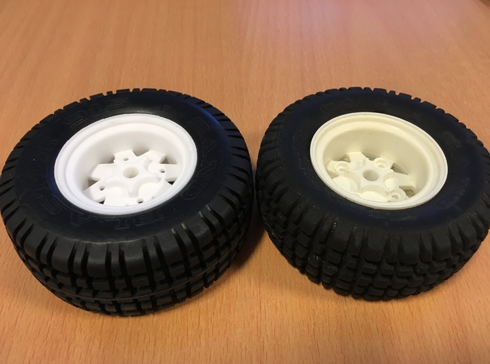 SRB Rear Wheel, Ranger Brat 3d printed printed (left) original (right)
