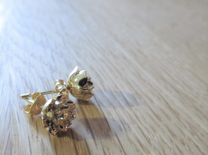 Lotus earrings 3d printed Comes out bright and shiny gold. For a softer colour, go for raw/polished brass.