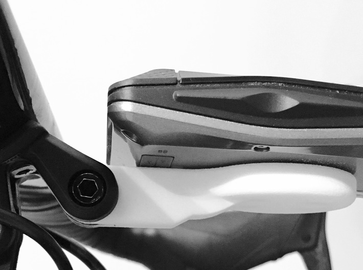 ELEMNT BOLT ROAM mount - Straight - Trek Madone 3d printed Showing closeness to aero bars (using a prototype); is about as close as can get to allow ELEMNT to turn.
