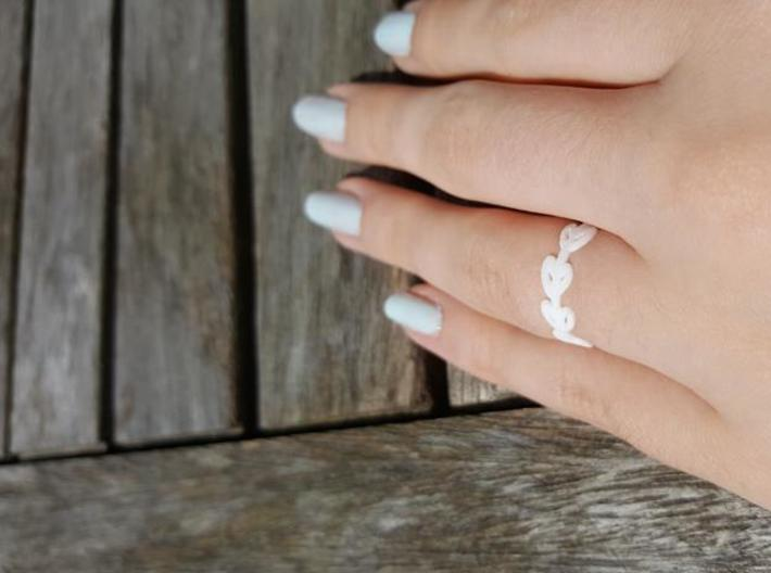 Simple Laurel Ring 3d printed White Strong & Flexible