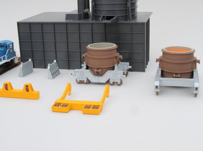 N-scale 250 ton Teeming Ladle, loaded 3d printed Family portrait of the 250 ton ladle series. Walthers Cornerstone Electric Furnace and switcher shown for size reference.