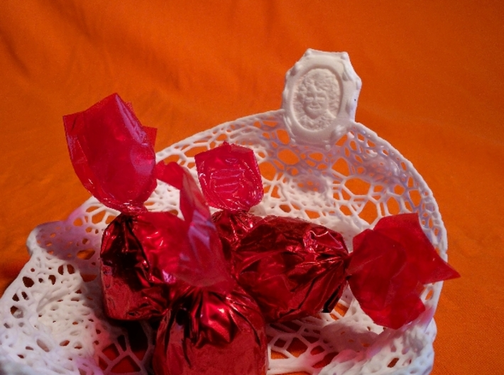 Marriage, BirthDay, Special Occasion: Serveware 3d printed For all occacions, she brings a smile