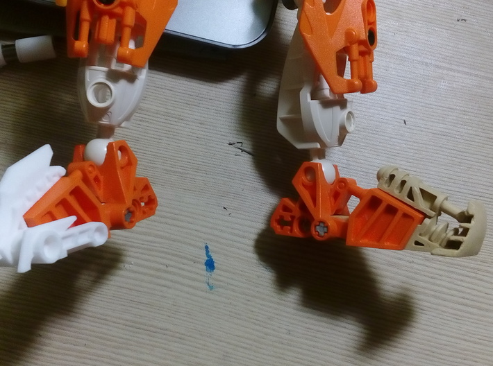 Clawed Mata Foot Extension 3d printed It fits perfectly. Pohatu leg addition for comparison