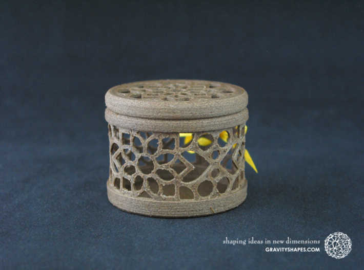Gift Box No. 1 with Mosaic-2 (filigree, short) 3d printed The photo shows an own print (FDM print) made of brown wood incl. decorative lacing.