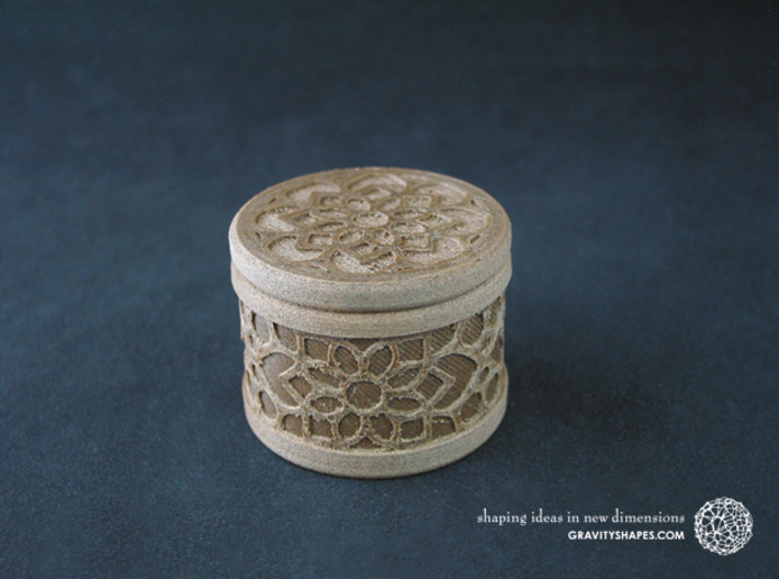 Gift Box round No. 1 with Mosaik-2 (solid, short) 3d printed The photo shows an own print (FDM print) made of brown wood incl. decorative lacing.