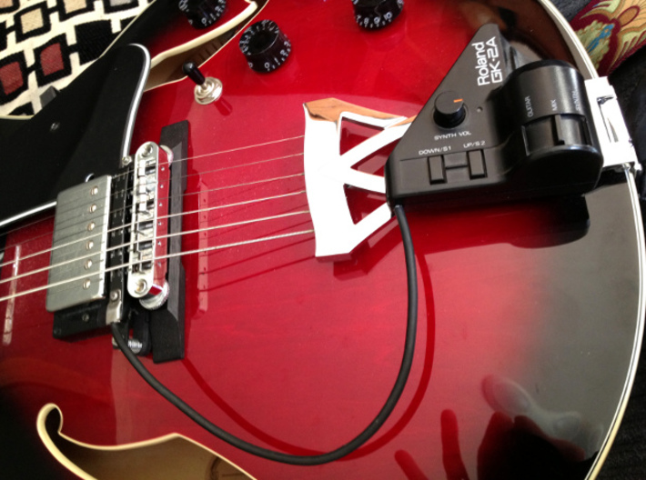 Roland GK Pickup Mount - Quick Release Version 3d printed The GK pickup mounted on the guitar. In this case the 'brain module' is attached to the guitar bridge trapeze with velcro.