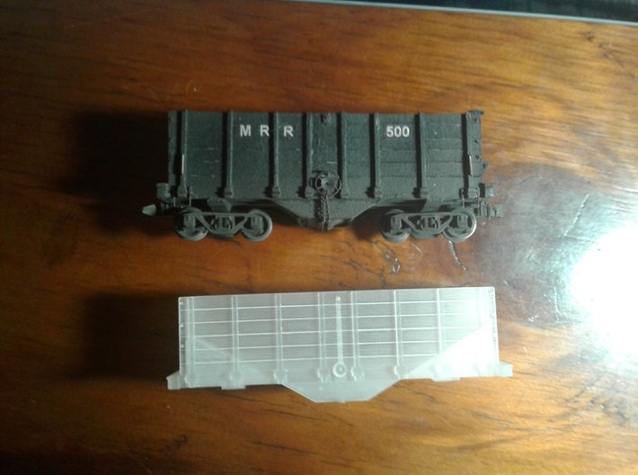 HOn3 hopper/ore car 3d printed Comparison between 3D print and cardboard model I made a few years ago.