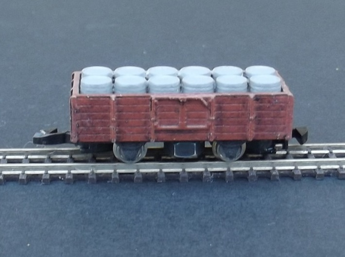 Tombereau/Plat Chassis - Nm - 1:160 3d printed chassis under a tombereau body with load of barrels